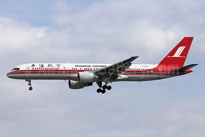 Shanghai Airlines Boeing 757-26D B-2834 (msn 27183) PEK (Michael B. Ing). Image: 910460.