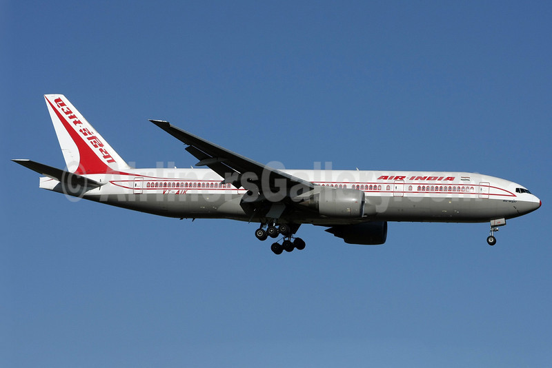 Air India Boeing 777-222 ER VT-AIK (msn 28714) LHR (David Apps). Image: 901293.