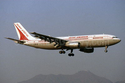 Air India Airbus A300B4-203 VT-EHO (msn 180) HKG (SPA). Image: 941002.