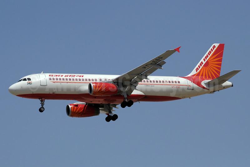 Air India Airbus A320-231 VT-ESD (msn 423) SHJ (Paul Denton). Image: 913760.