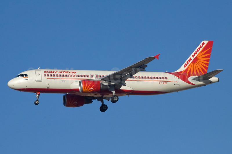 Air India Airbus A320-214 VT-EDF (msn 4237) DXB (Ole Simon). Image: 912144.