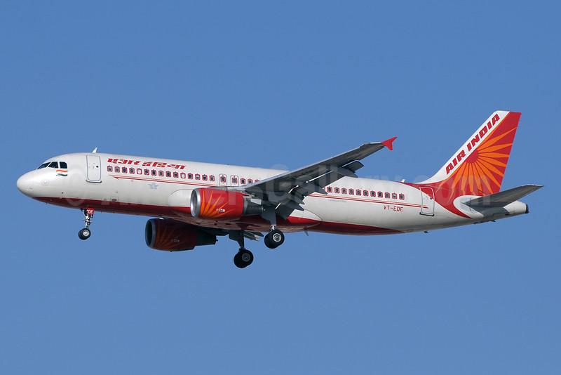 Air India Airbus A320-214 VT-EDE (msn 4236) DXB (Paul Denton). Image: 912143.