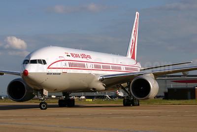 Air India Boeing 777-222 ER VT-AIK (msn 28714) LHR. Image: 924536.