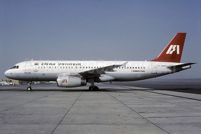 Indian Airlines Airbus A320-231 VT-EPK (msn 058) SHJ (Rolf Wallner). Image: 912890.