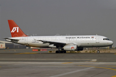 Indian Airlines Airbus A320-231 VT-EPJ (msn 057) DXB (Jay Selman). Image: 402038.