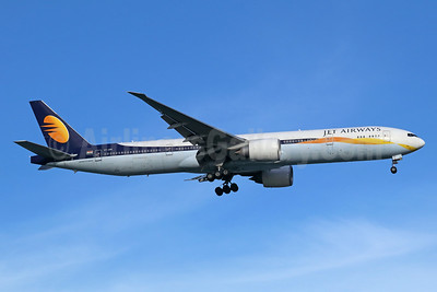 Jet Airways Boeing 777-35R ER VT-JEW (msn 35164) SIN (Michael B. Ing). Image: 940934.