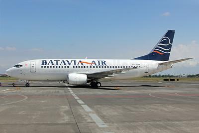Batavia Air Boeing 737-3B7 PK-YTM (msn 23318) SUB (Michael B. Ing). Image: 924108.