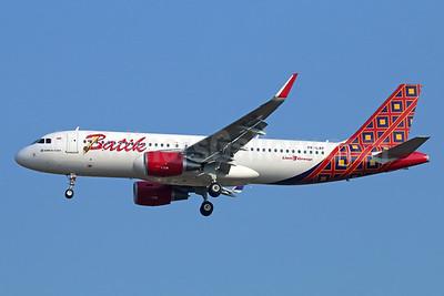 Batik Air-Lion Group Airbus A320-214 WL PK-LAP (msn 6697) CGK (Michael B. Ing). Image: 929014.
