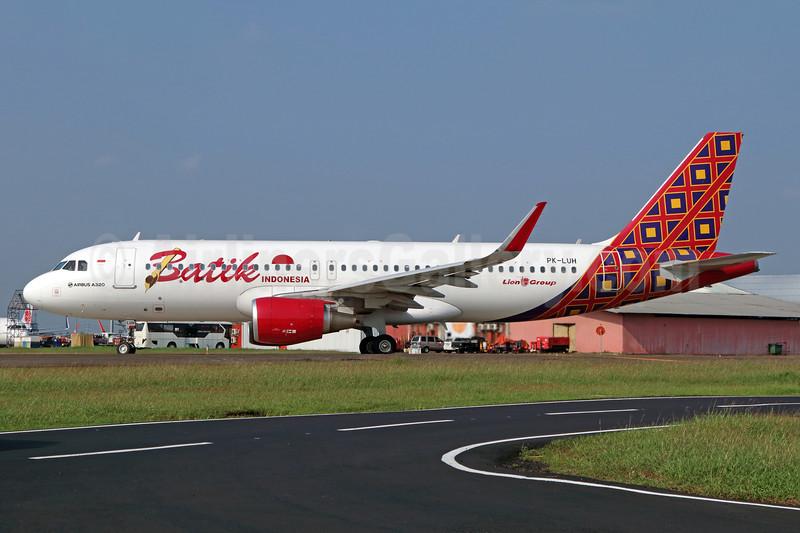 Batik Indonesia-Lion Group Airbus A320-214 WL PK-LUH (msn 7245) CGK (Michael B. Ing). Image: 938400.
