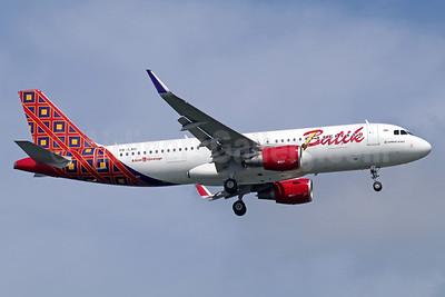 Batik Air-Lion Group Airbus A320-214 WL PK-LAU (msn 6962) SIN (Michael B. Ing). Image: 935280.