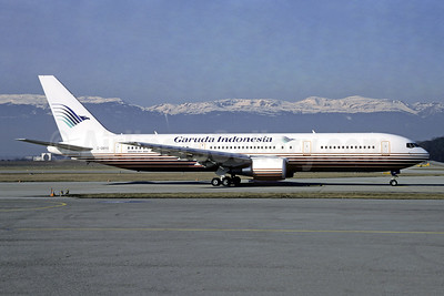 Garuda Indonesia Airways (Britannia Airways) Boeing 767-304 ER G-OBYD (msn 28042) (Britannia colors) GVA (Christian Volpati Collection). Image: 949299.