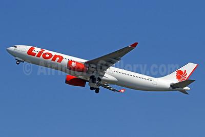 Lion Air (PT Lion Mentari Airlines) Airbus A330-343 PK-LEF (msn 1675) DPS (Pascal Simon). Image: 943885.