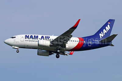 NAM Air Boeing 737-524 WL PK-NAS (msn 27334) (Sriwijaya Air colors) CGK (Michael B. Ing). Image: 934013.