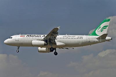 """Mahan Air Airbus A320-232 EP-MHJ (msn 857) THR (Shahram """"Shary"""" Sharifi). Image: 901593."""