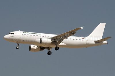 Iraqi Airways Airbus A320-214 YI-ARB (msn 5290) DXB (Paul Denton). Image: 911233.
