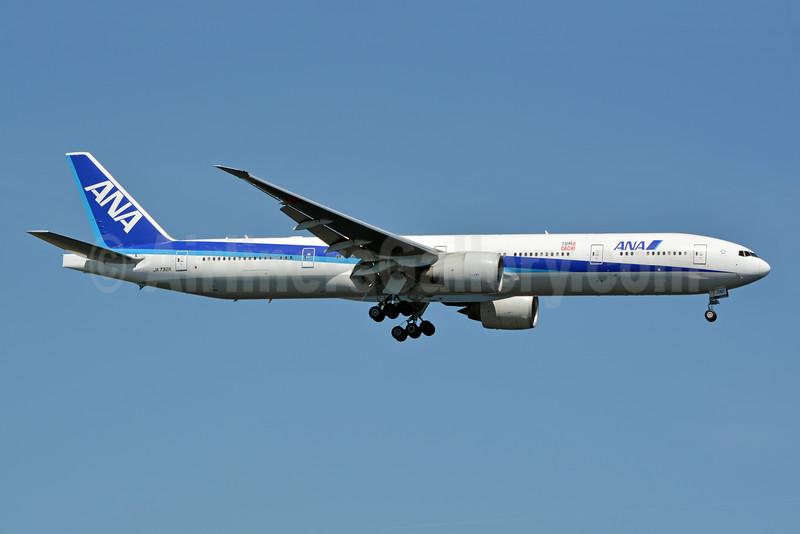 ANA (All Nippon Airways) Boeing 777-381 ER JA732A (msn 27038) (Tomo Dachi) JFK (Jay Selman). Image: 402423.