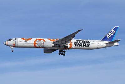 ANA (All Nippon Airways) Boeing 777-381 ER JA789A (msn 40687) (Star Wars - BB-8) LAX (Michael B. Ing). Image: 940294.