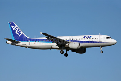 ANA (All Nippon Airways) Airbus A320-211 JA8386 (msn 170) FUK (John Adlard). Image: 902316.