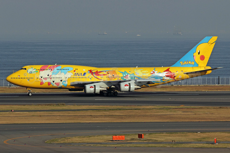 ANA (All Nippon Airways) Boeing 747-481 (D) JA8957 (msn 25642) (Pokemon-Pikachu Jumbo) HND (Michael B. Ing). Image: 913128.