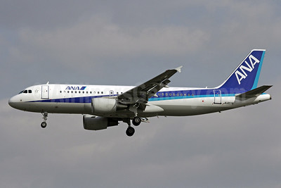 ANA (All Nippon Airways) Airbus A320-214 JA207A (msn 3148) PEK (Michael B. Ing). Image: 913130.