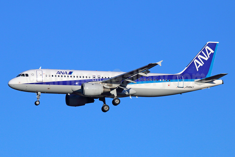 ANA (All Nippon Airways) Airbus A320-211 JA8947 (msn 685) NRT (Michael B. Ing). Image: 922516.