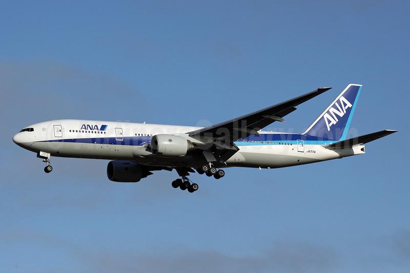 ANA (All Nippon Airways) Boeing 777-281 ER JA717A (msn 33415) NRT (Michael B. Ing). Image: 904360.