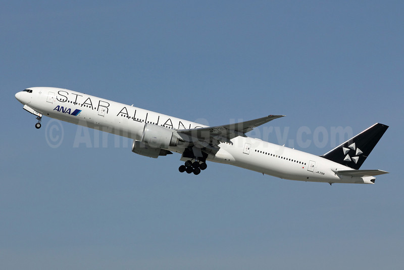 ANA (All Nippon Airways) Boeing 777-381 ER JA731A (msn 28281) (Star Alliance) LAX (Michael B. Ing). Image: 908203.