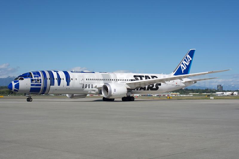 ANA's R2-D2 Star Wars Boeing 787-9 logo jet