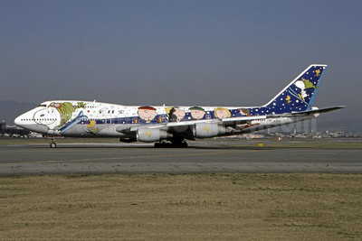 "ANA's 1997 ""Snoopy and Peanuts gang"" logo jet"