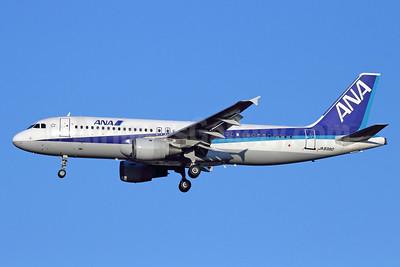 ANA (All Nippon Airways) Airbus A320-211 JA8390 (msn 245) NRT (Michael B. Ing). Image: 912574.