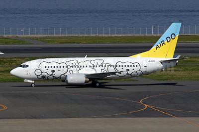 Air Do Boeing 737-54K JA8196 (msn 27966) (Bear Do) HND (Susumu Tokunaga). Image: 902689.