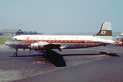 JAL (Japan Air Lines) Douglas C-54E-15-DO (DC-4) JA6001 (msn 27333) HND (Jacques Guillem Collection). Image: 947341.