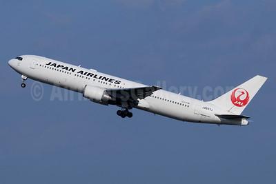 JAL-Japan Airlines Boeing 767-346 ER JA657J (msn 40369) HND (Michael B. Ing). Image: 940432.