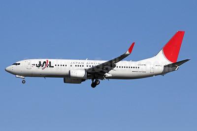 JAL-Japan Airlines Boeing 737-846 WL JA317J (msn 35346) NRT (Michael B. Ing). Image: 911519.