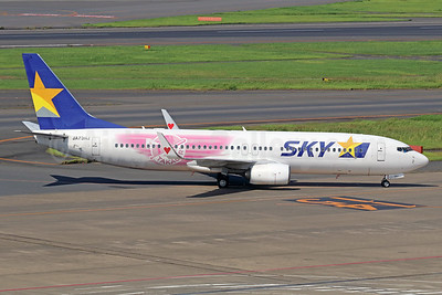 "Skymark's 2017 ""Takagirl"" promotional livery for Fukuoka Softbank Hawks"