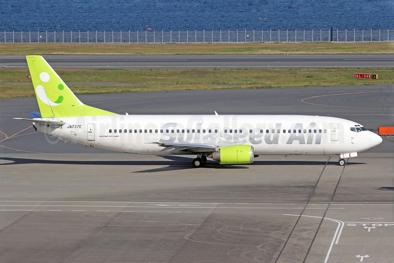 Solaseed Air Boeing 737-4Y0 JA737E (msn 26069) HND (Michael B. Ing). Image: 909653.