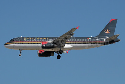 Royal Jordanian Airlines Airbus A320-232 JY-AYQ (msn 4670) DXB (Paul Denton). Image: 910961.