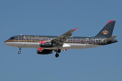Royal Jordanian Airlines Airbus A320-232 JY-AYR (msn 4817) DXB (Paul Denton). Image: 910962.