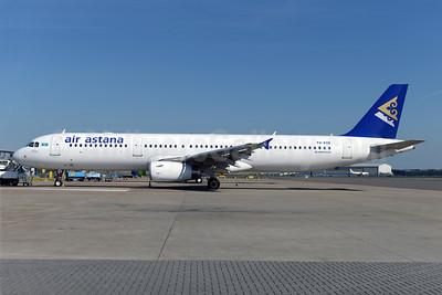Air Astana Airbus A321-231 P4-KDB (msn 5404) AMS (Ton Jochems). Image: 922943.