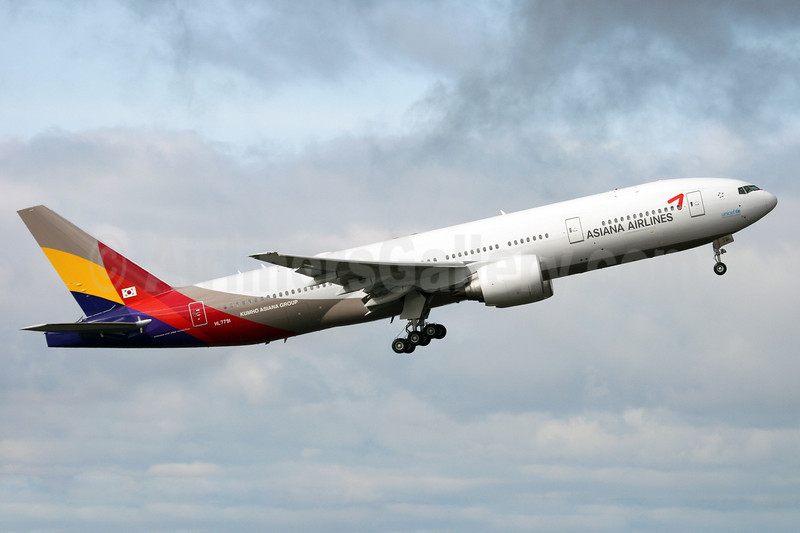 Asiana Airlines Boeing 777-28E ER HL7791 (msn 35525) PAE (Nick Dean). Image: 912838.