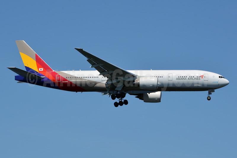 Asiana Airlines Boeing 777-28E ER HL8284 (msn 40199) JFK (Jay Selman). Image: 402424.