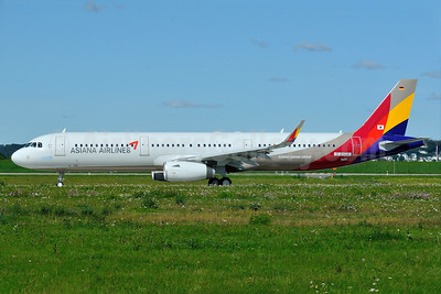 First Asiana Airbus A321 with Sharklets