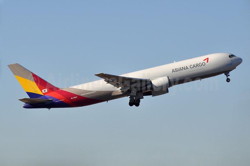 Asiana Cargo (Asiana Airlines) Boeing 767-38EF ER HL7507 (msn 25761) NRT (Robbie Shaw). Image: 933471.