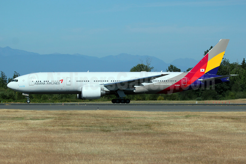 Asiana Airlines Boeing 777-28E ER HL8284 (msn 40199) PAE (Nick Dean). Image: 913279.