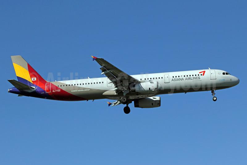 Asiana Airlines Airbus A321-231 HL7722 (msn 2041) PEK (Michael B. Ing). Image: 905613.