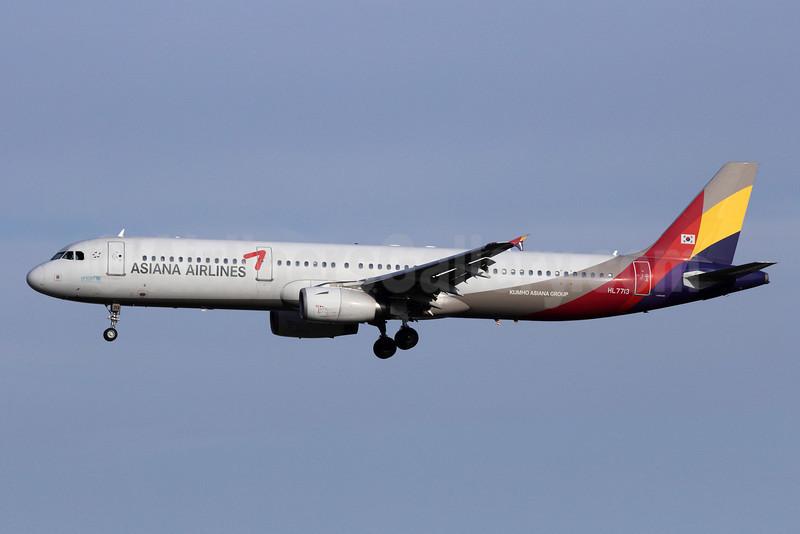 Asiana Airlines Airbus A321-231 HL7713 (msn 1734) PEK (Michael B. Ing). Image: 912842.