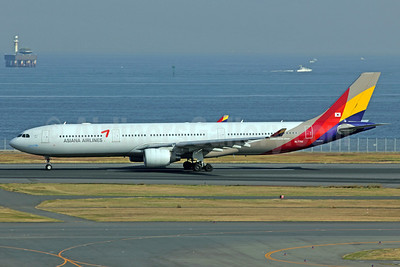Asiana Airlines Airbus A330-323 HL7792 (msn 1001) HND (Michael B. Ing). Image: 912846.