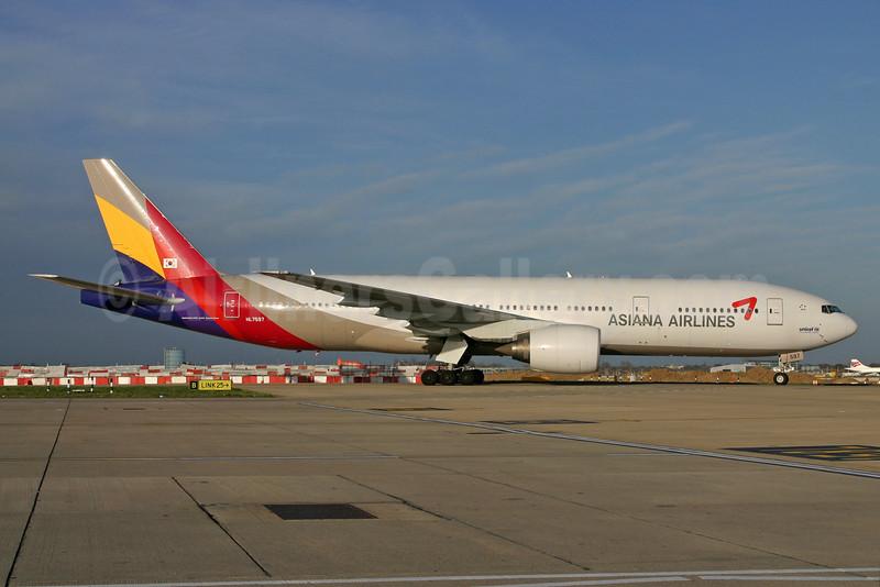 Asiana Airlines Boeing 777-28E ER HL7597 (msn 28686) LHR. Image: 935722.
