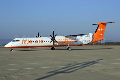 Jeju Air Bombardier DHC-8-402 (Q400) HL5256 (msn 4141) SDJ (Kazuteru Sugawara).