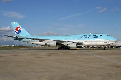 Korean Air Boeing 747-4B5 HL7485 (msn 26395) LHR. Image: 936736.